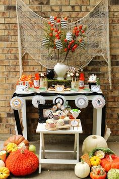 Halloween decorations :IDEAS & INSPIRATIONS  A Boo-rific Family Halloween Party