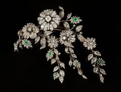 "A large diamond and emerald ""en tremblant"" corsage brooch. Set in silver and gold with six emeralds, rose cut diamonds and 185 old European cut diamonds with the total weight of c. 10,85ct, the central diamond weighing approximately 1,20 ct. Mark of José Martins de Araújo (c. 1940), Lisbon. 68 g"