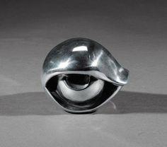 Louise Bourgeois, Eye, 1997 – metal, 11 x 13 x 11 cm on ArtStack Louise Bourgeois, Eye Art, American Artists, Online Art Gallery, Sculpture Art, Modern Sculpture, Contemporary Art, Modern Art, Art Photography