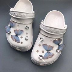 Crocs Slippers, Women's Crocs, Crocs Shoes Women, Girls Shoes, Crocs Fashion, Fashion Shoes, Girl Fashion, Cool Crocs, Cute Baby Shoes
