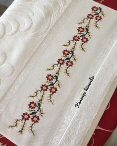 """780 Beğenme, 17 Yorum - Instagram'da kanaviçe hünerdir (@kanavice_hunerdir): """"Çıtı pıtı. . . . . . . #havlu #etamin #etaminhavlu #kanaviçe #özdilek #kaliteli #elişi #elemegi…"""" Cross Stitch Embroidery, Hand Embroidery, Cross Stitch Patterns, Bargello, Knitting Stitches, Diy Jewelry, Needlework, Diy And Crafts, Weaving"""