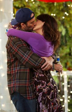 Chemistry: Scott said that he was initially cast for one episode only but was later hired as a series regular because of the great chemistry between him and co-star Lauren Graham