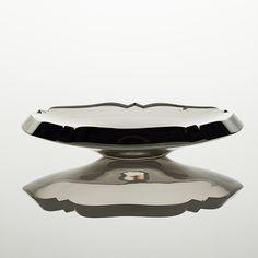 TAPIO WIRKKALA - Glass bowl for Iittala, late 1950s, Finland. [h. 4,5 cm, Ø 24,5 cm] Stockholm, Glass Design, Design Art, Alvar Aalto, New Pins, Finland, Decorative Bowls, Scandinavian, Glass Art
