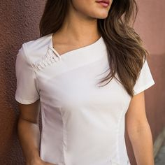 The Asymmetric Top in White is a contemporary addition to women's medical scrub outfits. Shop Jaanuu for scrubs, lab coats and other medical apparel. Medical Uniforms, Work Uniforms, Cute Scrubs Uniform, Stylish Scrubs, Uniform Design, Medical Scrubs, Nursing Clothes, Asymmetrical Tops, Dress Patterns