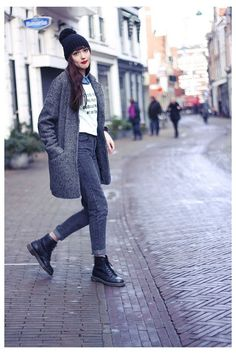 Dr. Martens, Red Doc Martens, Dr Martens Outfit, Doc Martens Style, Dr Martens Boots, Moda Outfits, Jean Outfits, Fashion Outfits, Boyfriend Jeans