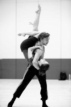 Jeroen Verbruggen & Anjara Ballesteros in Daphnis & Chloe.  Photo by Angela Sterling.