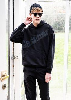 #costbart #hooded #sweater #boyslook #black #jongens #trend #zwart #kindermode #fashion Zara, Hooded Sweater, Kind Mode, Hoods, Sweatshirt, Celebrities, Club, Sweaters, Outfits