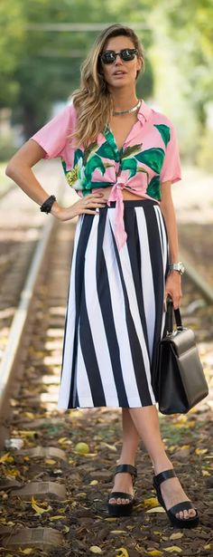 How to Tie Your Shirt Like a #FashionGirl #StreetStyle #GirlsOutfit #FashionTrend