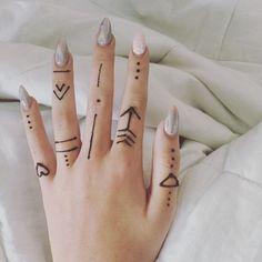 Finger henna design henna tattoo designs simple, small henna tattoos, f Small Henna Designs, Henna Tattoo Designs Simple, Finger Henna Designs, Mehndi Designs For Fingers, Fingers Design, Henna Hand Designs Simple, Simple Hand Henna, Easy Henna Patterns, Henna Designs Drawing
