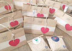 500円以下で買える!SNSで人気の結婚式のプチギフト5選 Presents, Gift Wrapping, Happy, Crafts, Wedding Ideas, Instagram, Ideas, Gifts, Gift Wrapping Paper