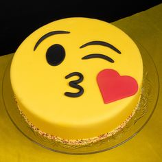 Order/ Send This Best Kissing emoji cake to your loved one and surprise them with this Cute emoji kiss cake. Cakegigt provides all type of emoji cake like a smile emoji cake, kiss emoji cake, angry face emoji cake, kissing face with closed eyes. Cake Decorating Frosting, Cake Decorating Designs, Easy Cake Decorating, Cake Decorating Techniques, Cake Designs, Emoji Cake, Fathers Day Cake, Kolaci I Torte, Happy Birthday Cakes