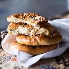 Turkkilainen leipä // Turkish Bread, Pide Food & Style Helena Saine-Laitinen Photo Satu Nyström Maku 4/2013, www.maku.fi
