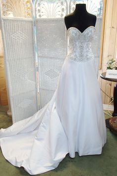 603 DISNEY  FAIRYTALE WEDDINGS ALFRED ANGELO 222 SZ 6 JASMINE WEDDING GOWN DRESS. We have several Disney gowns in stock and can ship same day. wefindit4u on ebay or facebook complete bridal.com or wedding dress 4 less. Thank you Diana