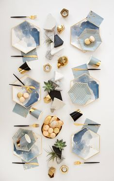 Malibu – Blue Watercolor Large Paper Plates design by Harlow & Grey Malibu – Blue Watercolor Große Pappteller Konzeption von Harlow & Gray Large Plates, Blue Plates, Paper Plate Design, Malibu Blue, Gold Foil Paper, White Paper, Gold Stripes, Home And Deco, Decoration Table