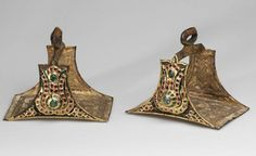 Stirrups Turkey, mid XVIIth century. Iron, gold, rubies, emeralds, drawn golden wire, brocade interwoven with threads of gold (altabas); embossing, gilding, enamel, embroidery
