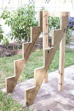 Vertical Planter Garden DIY Vertical Planter (I'm thinking I could I use this with a child's slide?)DIY Vertical Planter (I'm thinking I could I use this with a child's slide? Vertical Planter, Vertical Garden Diy, Diy Garden, Vertical Gardens, Garden Boxes, Garden Projects, Tiered Planter, Garden Stand, Garden Club