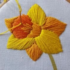 Free Easter Embroidery Pattern, Daffodil Needlework Download, Spring Hoop Art, Free Flower Pattern
