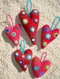 these stitched felt hearts for a valentine's tree Valentine Crafts, Be My Valentine, Christmas Crafts, Christmas Decorations, Mery Crismas, Sewing Crafts, Sewing Projects, Fabric Hearts, Felt Embroidery