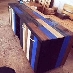 Use Pallet Wood Projects to Create Unique Home Decor Items – Hobby Is My Life Wooden Pallet Crafts, Wooden Pallet Furniture, Diy Pallet Projects, Wooden Pallets, Pallet Ideas, Diy Craft Projects, Wood Projects, Diy Crafts, Project Ideas