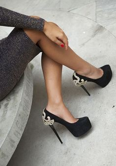 black heel with a lil pop.. I LIKE