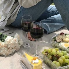 food, wine, and picnic image Jai Faim, I Need Vitamin Sea, In Vino Veritas, Aesthetic Food, Beige Aesthetic, Cravings, Foodies, Food Porn, Good Food