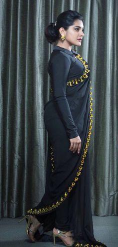 Indian Actress Niveda Thomas In Black Saree At Zee Telugu Apsara Awards Beautiful Girl Photo, Beautiful Girl Indian, Most Beautiful Indian Actress, Beautiful Saree, Indian Actress Hot Pics, Indian Actresses, South Indian Actress, Beauty Full Girl, Beauty Women