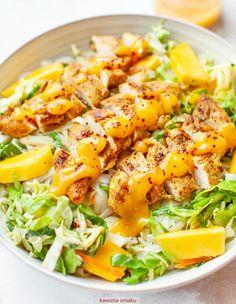Chicken salad with mango sauce Best Summer Salads, Mango Sauce, Tahini Sauce, Cheese Salad, Sweet Chili, Salad Ingredients, Salad Bowls, Chicken Salad, Cherry Tomatoes