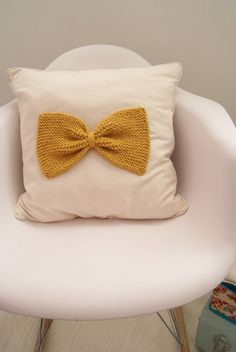 knitted bow cushion