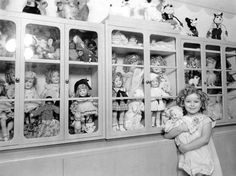 Shirley Temple with her dolls