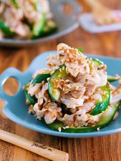 サッパリヘルシー♪『豚しゃぶときゅうりの梅ごまおかか和え』 by Yuu 「写真がきれい」×「つくりやすい」×「美味しい」お料理と出会えるレシピサイト「Nadia | ナディア」プロの料理を無料で検索。実用的な節約簡単レシピからおもてなしレシピまで。有名レシピブロガーの料理動画も満載!お気に入りのレシピが保存できるSNS。