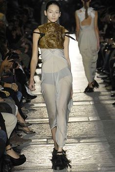 See all the Collection photos from Rick Owens Spring/Summer 2007 Ready-To-Wear now on British Vogue Rick Owens, Ready To Wear, Fashion Show, Vogue, Spring Summer, Model, How To Wear, Beauty, Collection