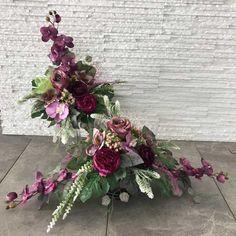 Grave Decorations, Cemetery Flowers, Funeral Flowers, Ikebana, Altar, Floral Arrangements, Floral Wreath, Wreaths, Home Decor