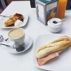 Old school breakfast. School Breakfast, French Toast, Instagram Posts, Food, Meals, Yemek, Eten