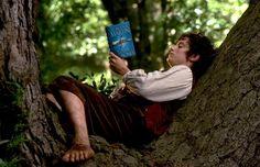 Frodo reads!