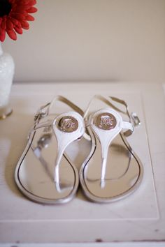 If anyone knows where I can get another WHITE pair of these Michael Kors sandals please let me know!!
