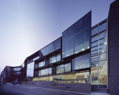 Moderne arkitektur inspirert av funksjonalismen Grammer School