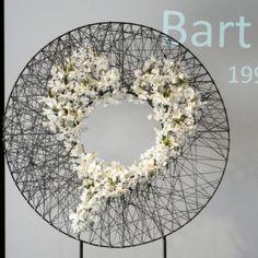 Beautiful heart by designer Tania Huyghe Art Floral, Deco Floral, Floral Design, Ikebana, Flower Decorations, Wedding Decorations, Modern Flower Arrangements, Flower Festival, Funeral Flowers