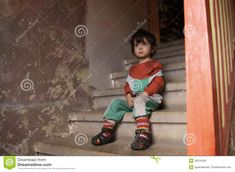 Portrait Photo, Stairways, Caricature, Little Boys, Ronald Mcdonald, Faces, Portraits, Image, Clothes