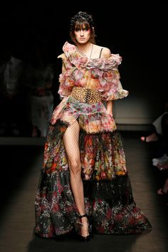 Every Jaw-Dropping, Wild AF Runway Look from Paris Haute Couture Fashion Week 2019 Runway Fashion Outfits, High Fashion Dresses, Runway Clothing, Fashion Week Paris, Wild Fashion, Iconic Dresses, Haute Couture Fashion, Couture Week, Haute Couture Looks