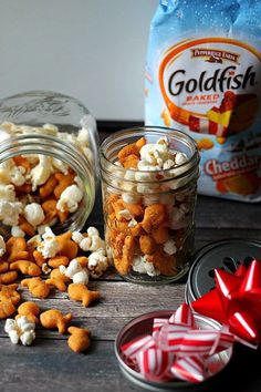 I have a fabulous easy recipe for you that is perfect for holiday parties or to giveaway as gifts! Check out my Ranch Goldfish Snowball Mix!  ‪#‎GoldFishCrowd‬ ‪#‎ad‬