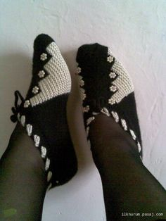 New - knitting - loafers, socks Knitted Booties, Knit Shoes, Knitted Slippers, Crochet Shoes, Knitting Socks, Free Knitting, Baby Knitting, Doll Patterns, Knitting Patterns