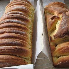 caiet cu retete: Paine cu unt si ierburi Hot Dog Buns, Banana Bread, Food And Drink, Unt, Desserts, Breads, Dinners, Interior, Face