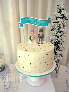 Torta de bodas con puntitos
