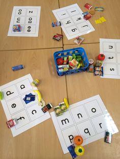 Concreet materiaal koppelen:beginklank en letter, materiaal kan aangepast worden aan thema