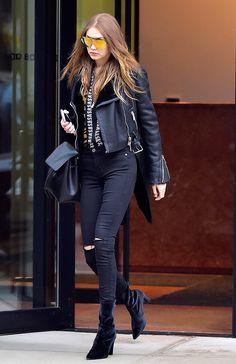 Looks Gigi Hadid, Bella Gigi Hadid, Gigi Hadid Style, Selena Gomez, Stuart Weitzman, Fashion Week, Girl Fashion, Fashion Outfits, Style Fashion