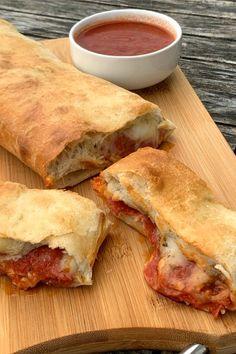 Stromboli Dough Recipe, Homemade Stromboli, Stromboli Pizza, Pizza Pizza, Pizza Dough, Easy Family Meals, Easy Meals, Garbage Bread, Pizza Pasta Bake