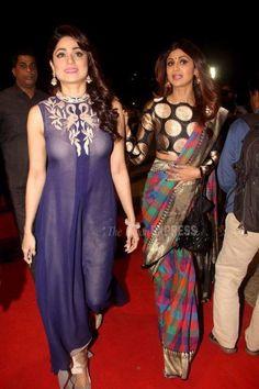 Shilpa Shetty and Shamita Shetty at the Umang Police Show Shamita Shetty, Sari Design, Sari Blouse Designs, Saree Draping Styles, Saree Styles, Indian Beauty Saree, Indian Sarees, Silk Sarees, Beautiful Saree