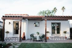 Contemporary farmhouse exterior design reflects the whole type of the space and the tradition. And these Mediterranean farmhouse exterior are fantastic examples for how to create a home designed. Spanish Style Homes, Spanish Revival, Spanish House, Spanish Colonial, Spanish Backyard, Spanish Courtyard, Design Exterior, Exterior Siding, Wood Siding