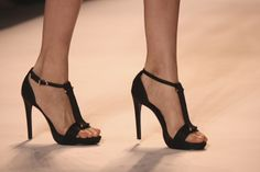 lela-rose-ss2011-shoes-runway-t-strap-black-sandals