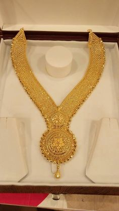 New collection gold haram designs - Fashion Beauty Mehndi Jewellery Blouse Design Gold Haram Designs, Gold Mangalsutra Designs, Gold Ring Designs, Gold Bangles Design, Gold Earrings Designs, Gold Jewellery Design, Handmade Jewellery, Gold Jewelry Simple, Gold Wedding Jewelry